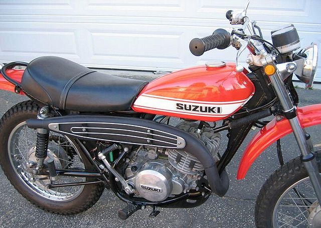 640px-1971-Suzuki-TS250-Orange-5077-2