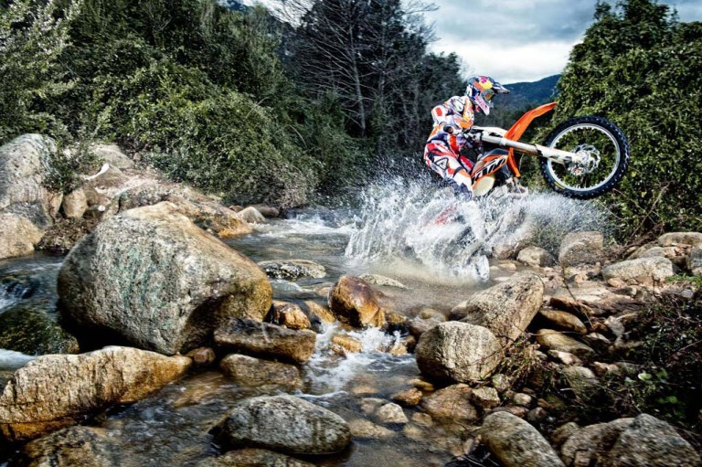 2014-KTM-EXC-in-Action_12